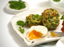 Pie maker smashed pea and haloumi fritters